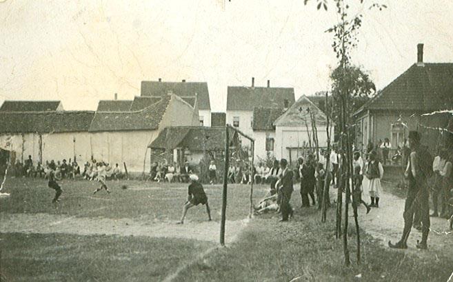 Једна од првих утакмица на црквеном плацу