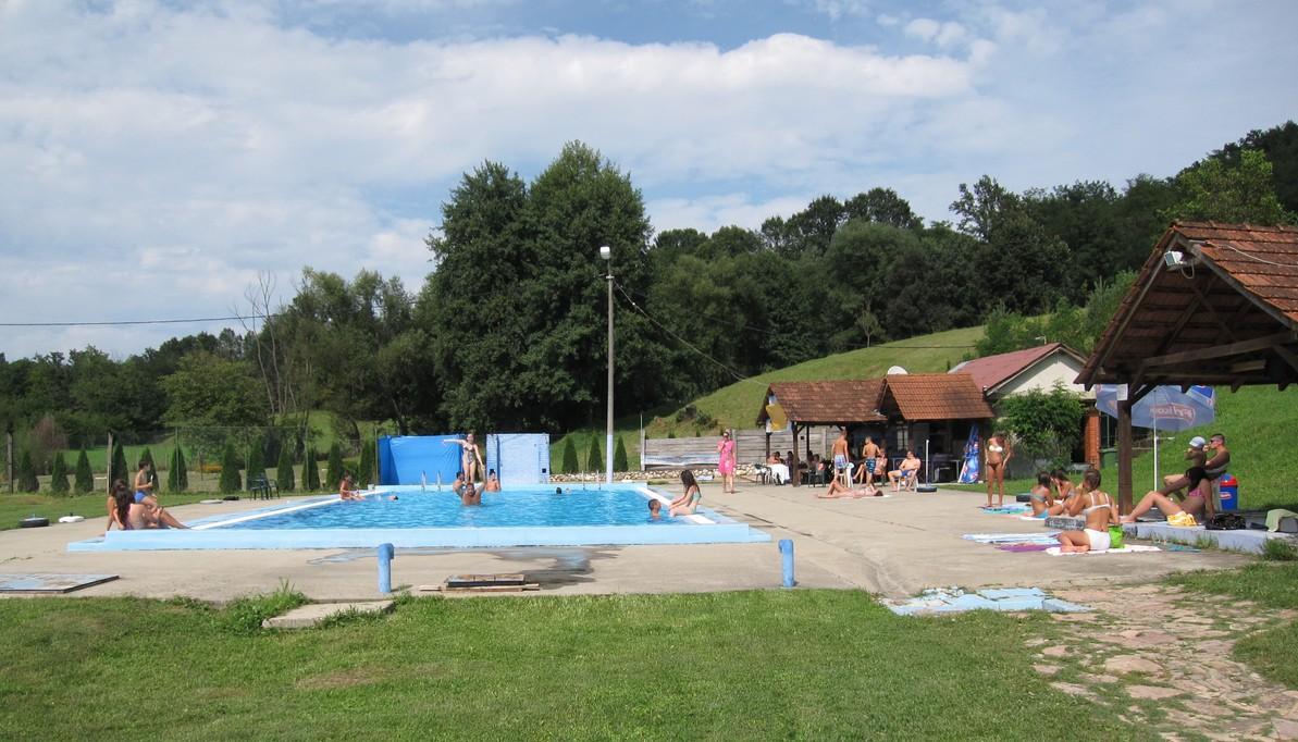 Белановачки базен за купање