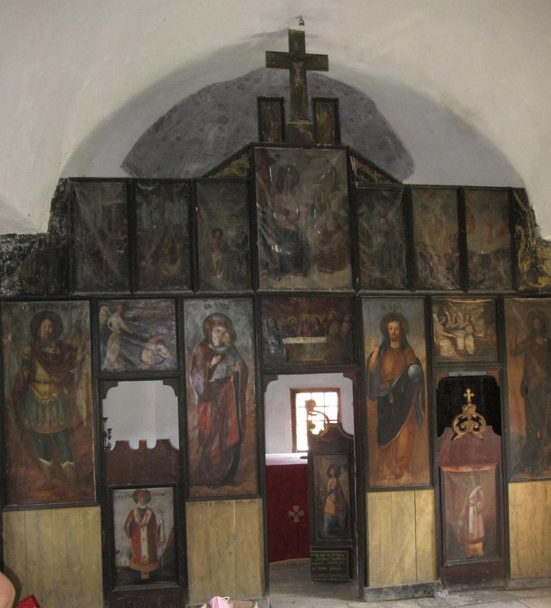 Иконостас Шутачке цркве сада у Јарменовцима